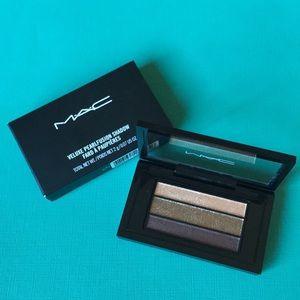 NIB  MAC Eyeshadow Palette in Collective Chic